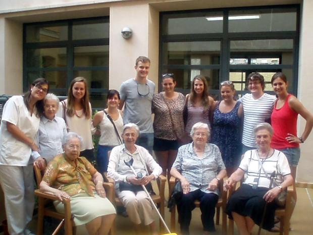 Intercambio intercultural e intergeneracional de los mayores de la Residencia Fortuny con estudiantes estadounidenses